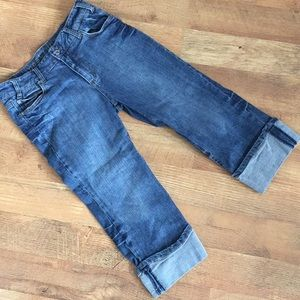 Apostrophe denim capris with cuffs